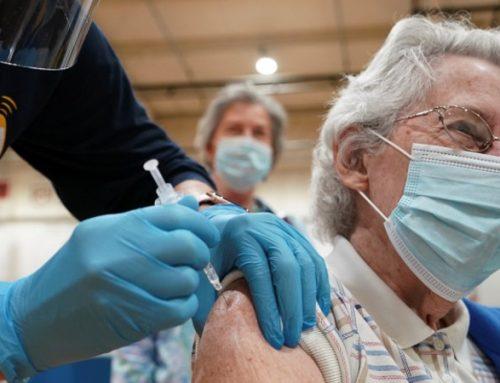 Covid-19. Proteção das vacinas nos mais idosos cai para 60% após quatro meses